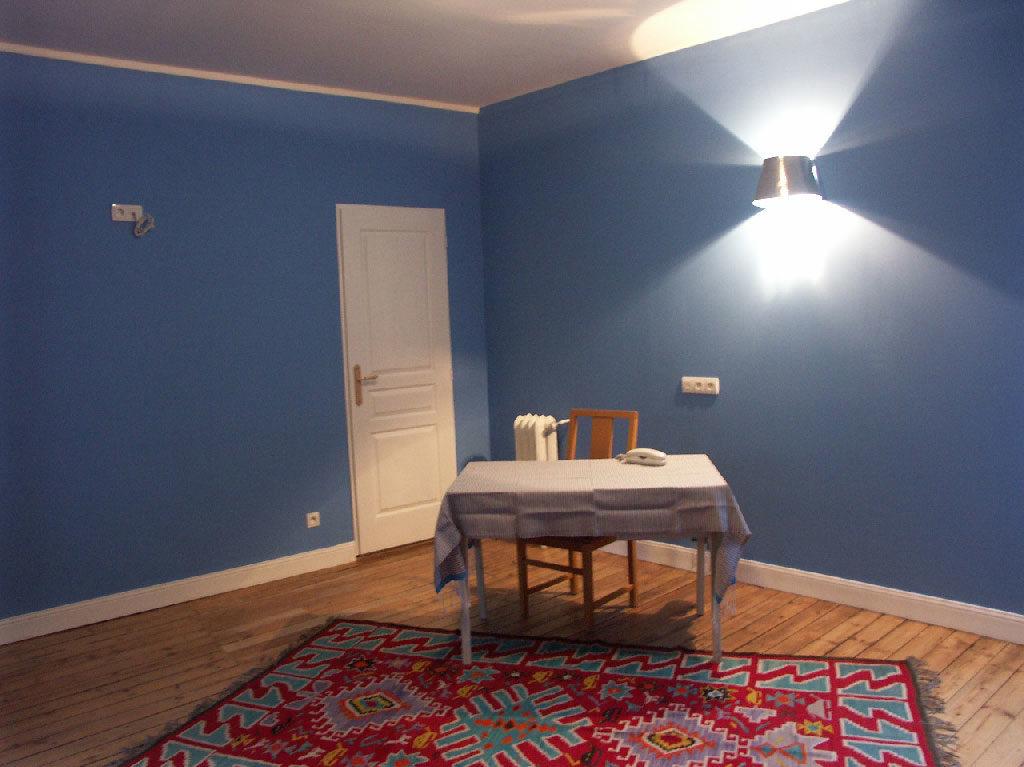 long s jour avec kitchenette h tel du palais 3 angoul me. Black Bedroom Furniture Sets. Home Design Ideas